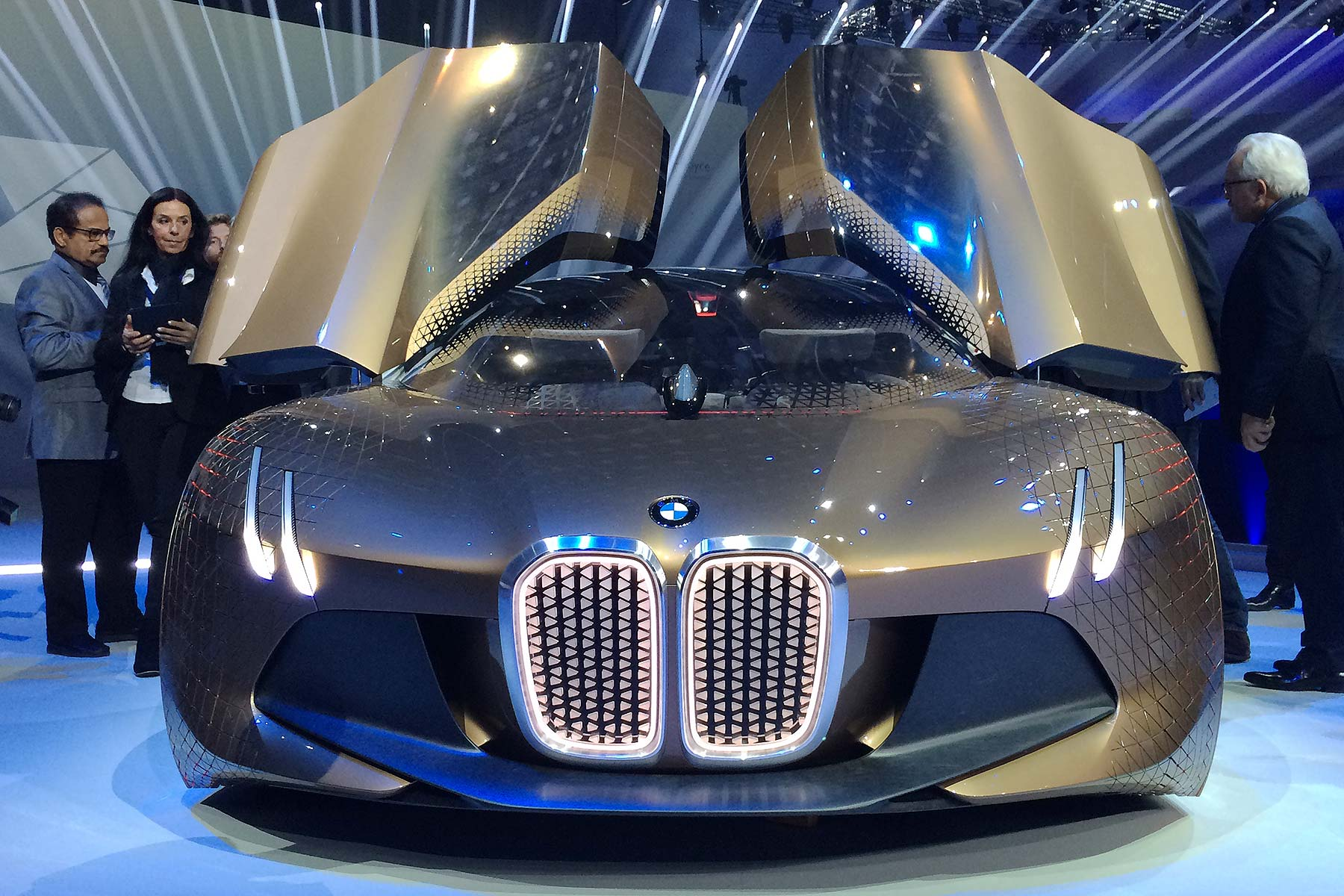 BMW Vision Next 100: The supercar turns unreal ambitions into reality