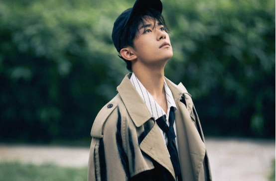 Yi Yang Qianxi is very down-to-earth, humble and hardworking, and is very welcome. It can be said that he is very talented
