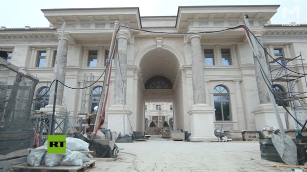 The real photo of the villa was accused by Putin