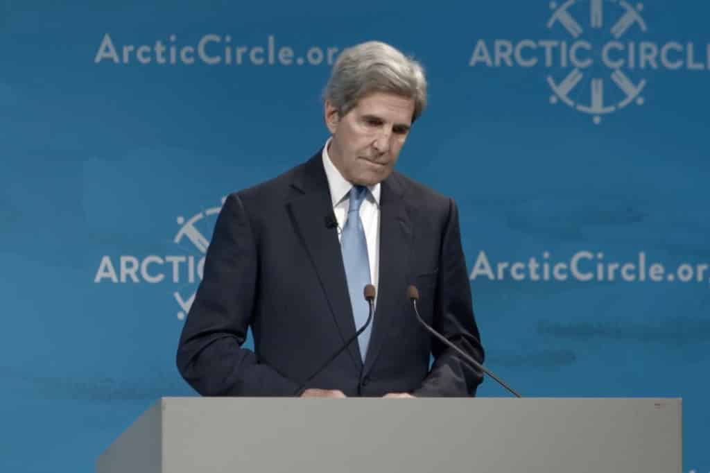 John Kerry used to private jet to receive a climate award