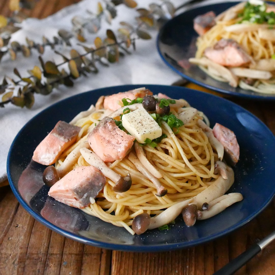 recipe Autumn taste!This noodle soup butter pasta with salmon