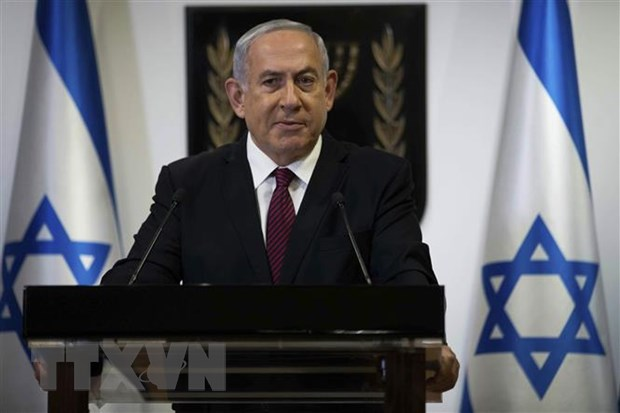 Prince of Israel Benjamin Netanyahu went to the top of the house, taking pictures 1