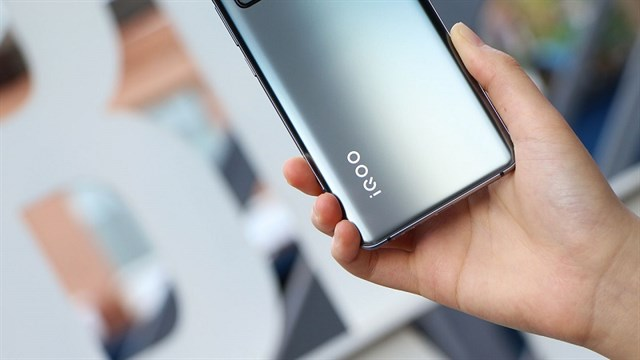 Vivo iQOO Neo5 owns a strong configuration thanks to the integrated Snapdragon 870, a large battery with 88W fast charging, attractive price