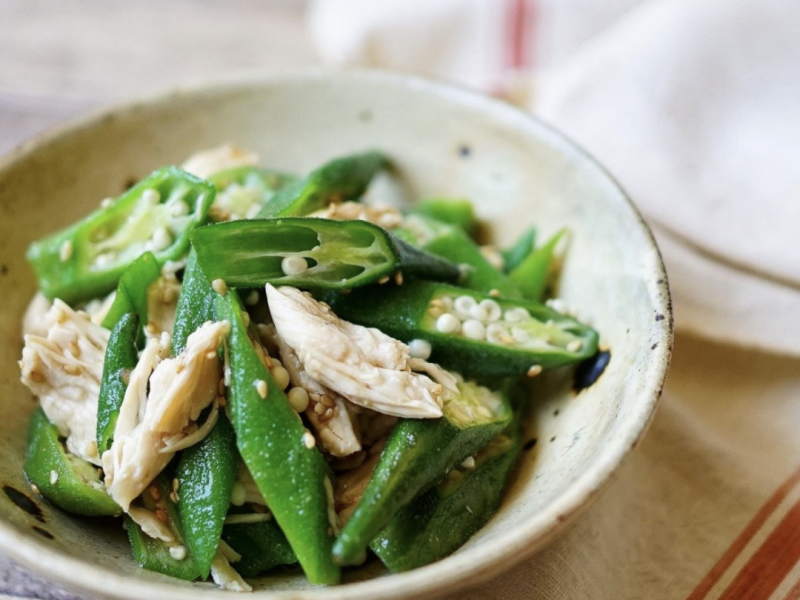 "recipe @hiroogw with over 90,000 followers teaches! ""Chicken fillet and okra dressing"" that can be made in the microwave"