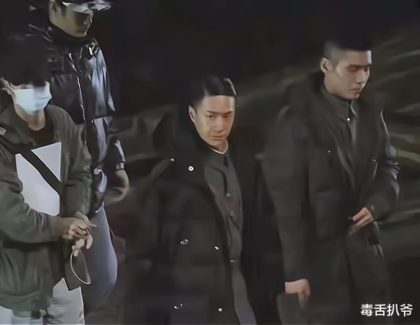 Wang Yibo's new drama Reuters exposed! Wearing a military uniform, heroic and sassy, ​​too different from the previous style