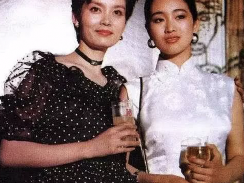She is the only actress who has a big hit on Brigitte Lin. She appeared in Time Magazine at the age of 34 and had no children for acting.