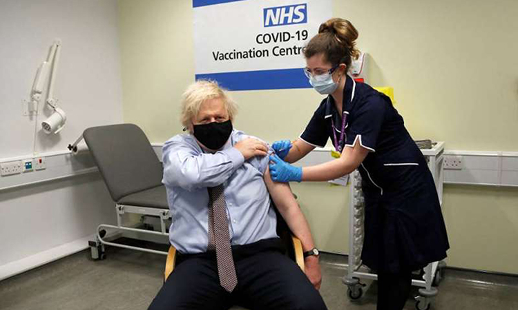 British Prime Minister Boris Johnson vaccinated Covid-19 at a hospital in London on March 19.  Photo: AFP.