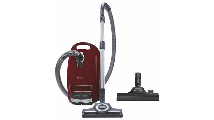Miele Complete C3 Cat & Dog Pro PowerLine Review: The Best Vacuum For Disgruntled Pet Owners