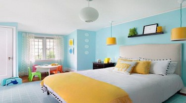 How do colors in the room affect young children's behavior?