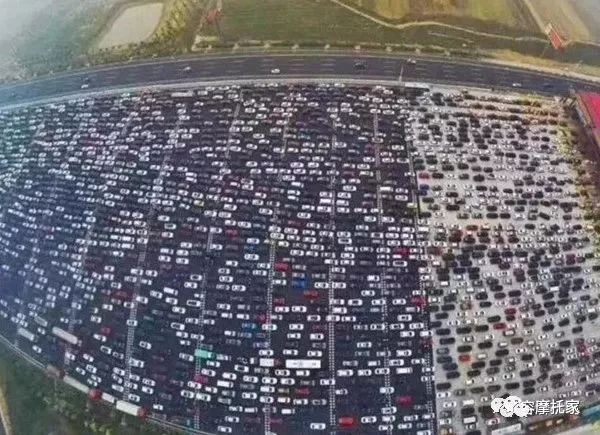 What should I do if there is a traffic jam during the National Day holiday? Come with a motorcycle to ensure that you are not afraid of traffic jams!