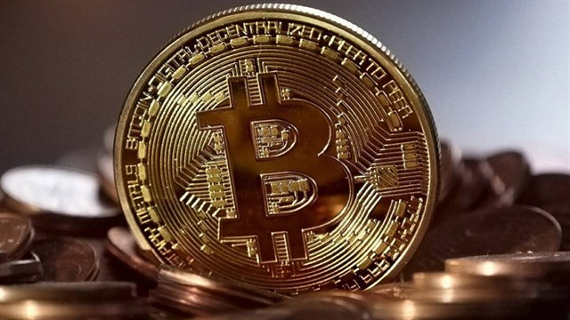 Why is Bitcoin 'hot' and causing fever in the financial market?  Is investing in Bitcoin profitable or risky?