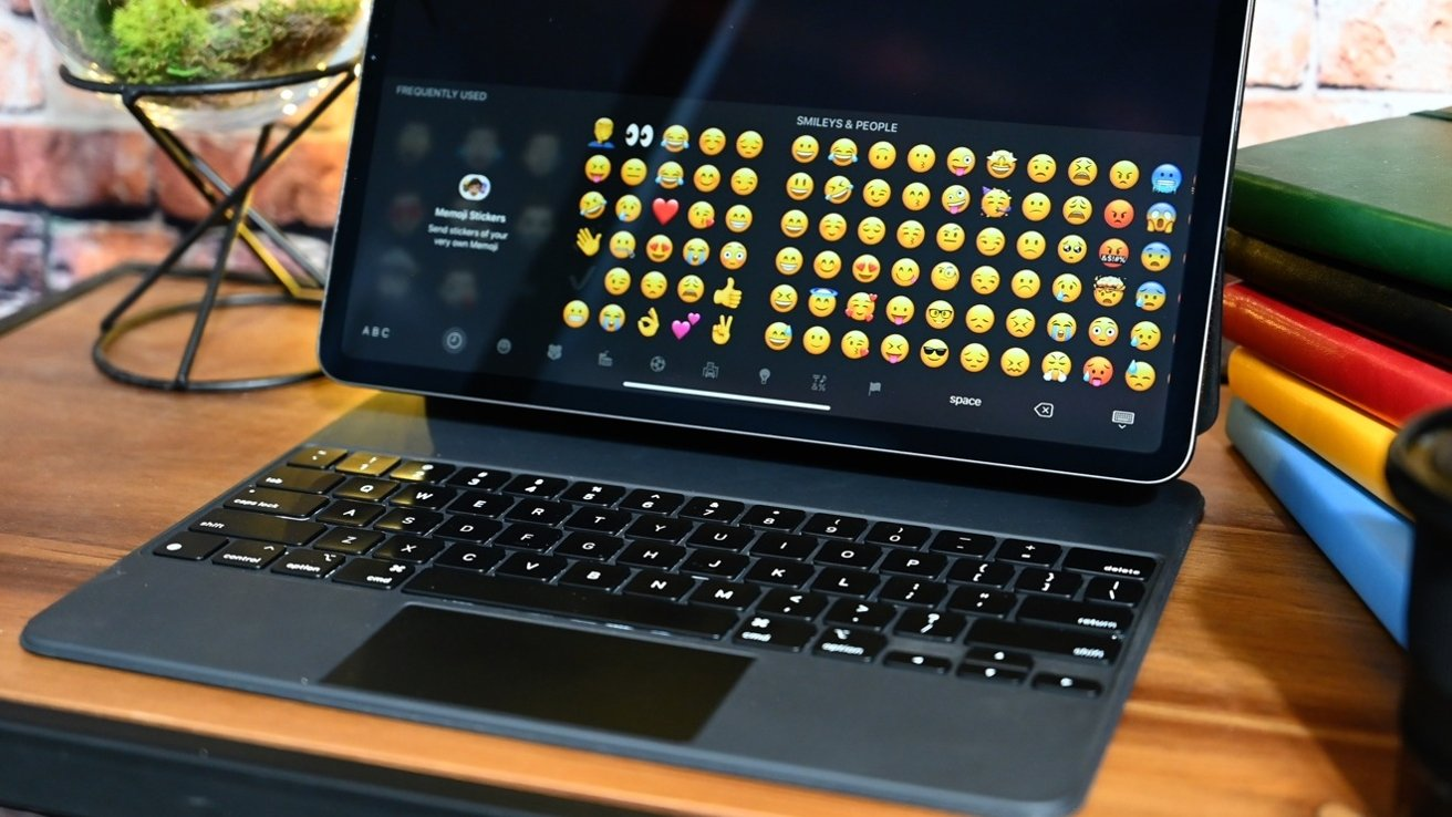 """Apple claims not to """"suck blood"""", iPad Pro M1 still connects the old Magic keyboard"""