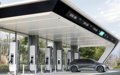 2021.04.14.  15,720 reads Super-fast charging of electric vehicles is now possible at highway rest areas!  Ministry of Land, Infrastructure and Transport 51