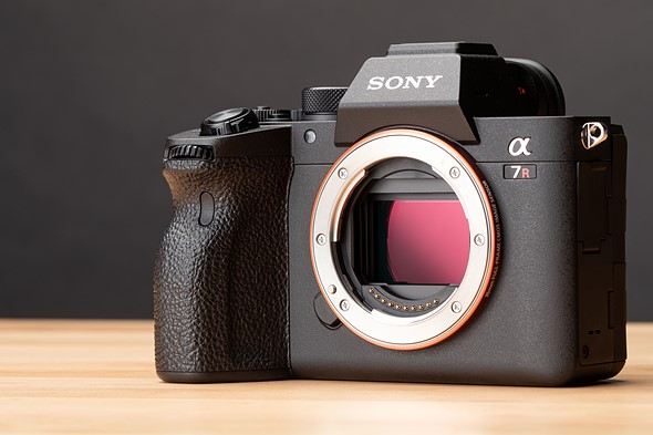 Sony quietly updates the a7R III, a7R IV with improved LCD panels: Digital Photography Review