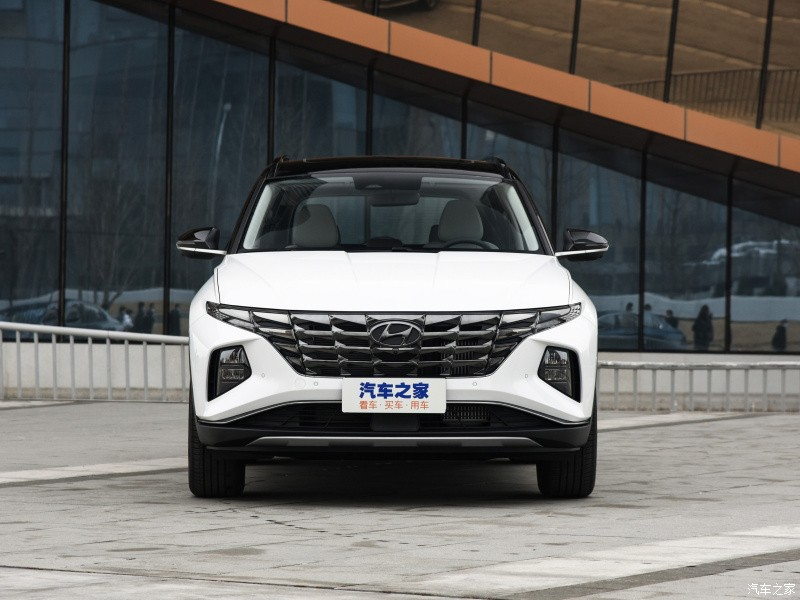 The new Hyundai Tucson version closes the price from 570 million, and matches the Mazda CX-5