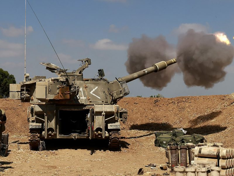 Israel's M109 self-propelled howitzer fires into the Gaza Strip on May 13.  Photo: AFP.