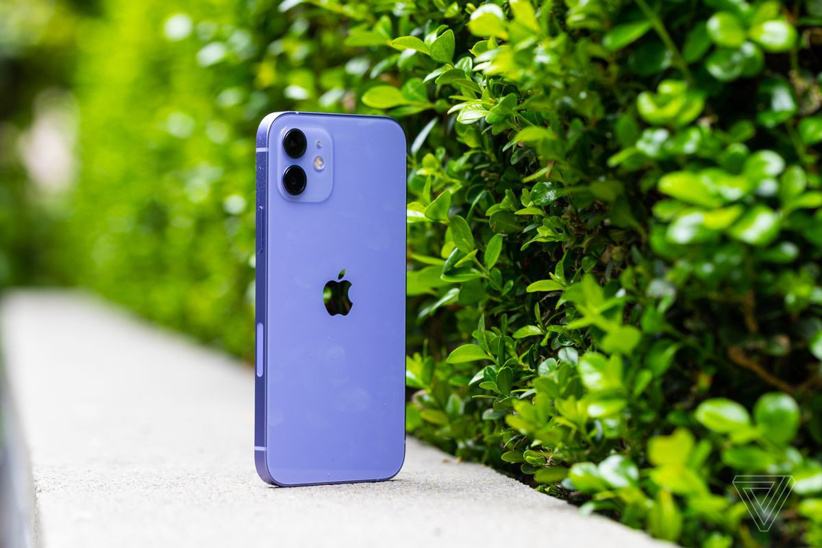 iPhone 12 Purple officially opened for sale in Vietnam, at super attractive price