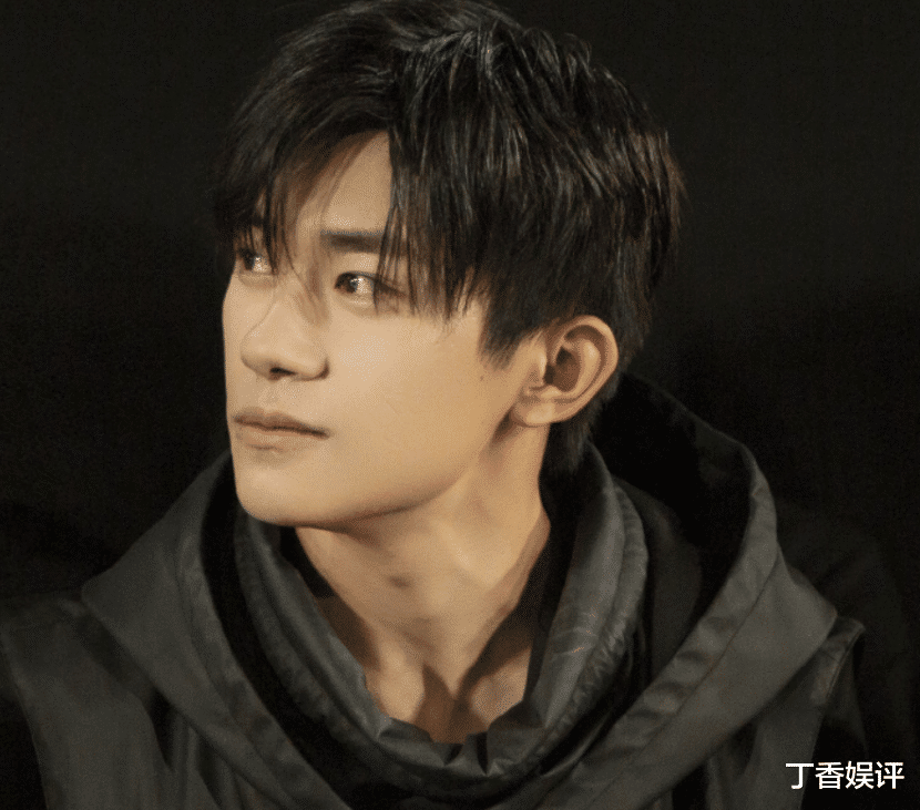 """Yi Yangqianxi's """"Chinese Doctor"""" tidbits are exposed, the pure plain face is the focus of the scene, and the tiredness can't be hidden"""