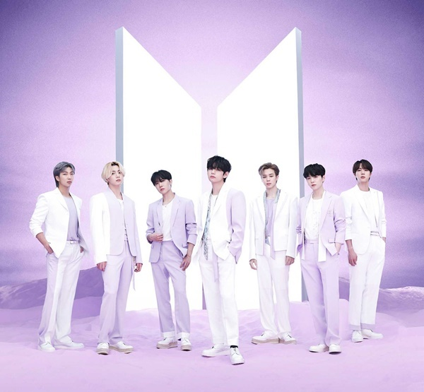 BTS wins three Japanese Oricon weekly charts...  4th group in history (official)