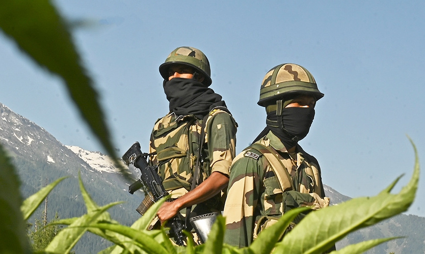 Indian border guards at a checkpoint near the border with China.  Photo: AFP.