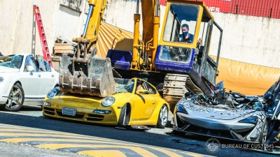 """2021.06.23.  25,122 reads   """"Did you have to do that to make your stomach hurt?"""" Philippine Customs Authority vodka 36 trampling on 1.3 billion won worth of supercars"""