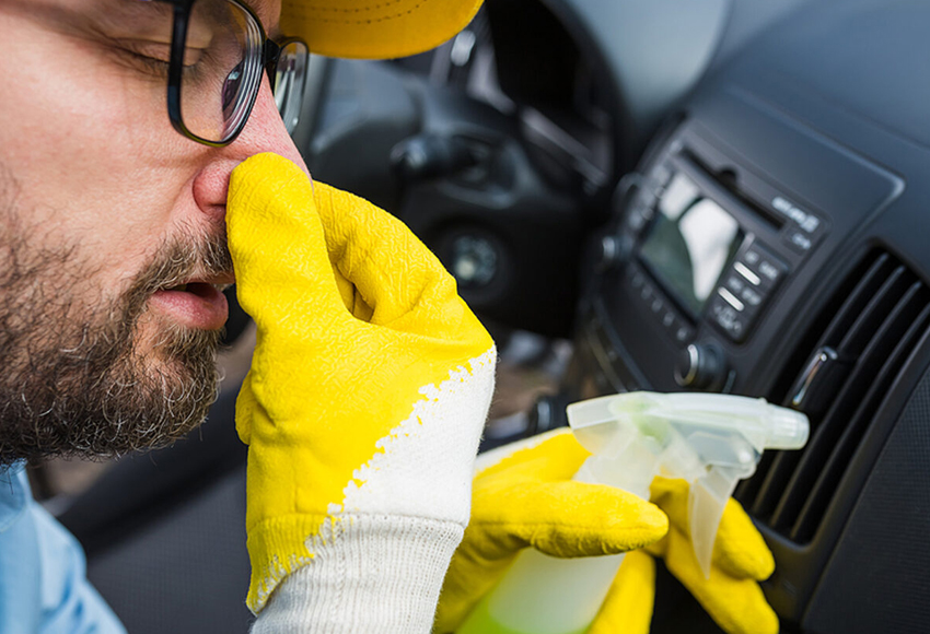 Car air conditioner has a bad smell: Causes and solutions