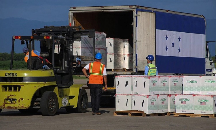 Consignments of Moderna's vaccine, funded by the US through the COVAX program, were unloaded in San Pedro Sula, Honduras, last month.  Photo: AFP.