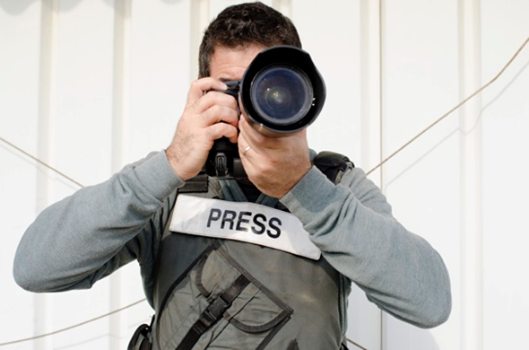 Photo agency refuses to return copyright to photographer, claims journalists don't have copyright protection: Digital Photography Review